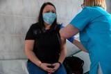 Nauczyciele odchorowują szczepienia. Dyrektorzy mają problemy kadrowe