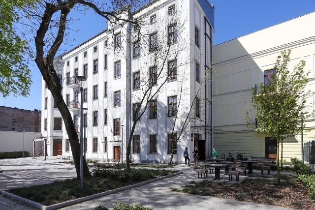 Pracownicy socjalni ruszają w teren do swoich podopiecznych m.in. z nowej siedziby przy ul. Tuwima 33.