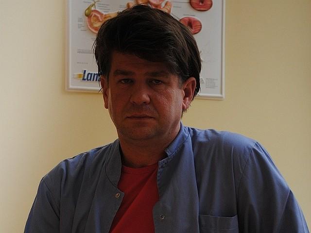 Jacek Bywalec, specjalista chirurg. Kierownik centralnej endoskopii szpitala wojewódzkiego w Zielonej Górze.