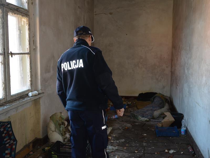 Policjanci kontrolują miejsca, w których mogą przebywać bezdomni. Mundurowi liczą także na angażowanie się mieszkańców w akcję zima.
