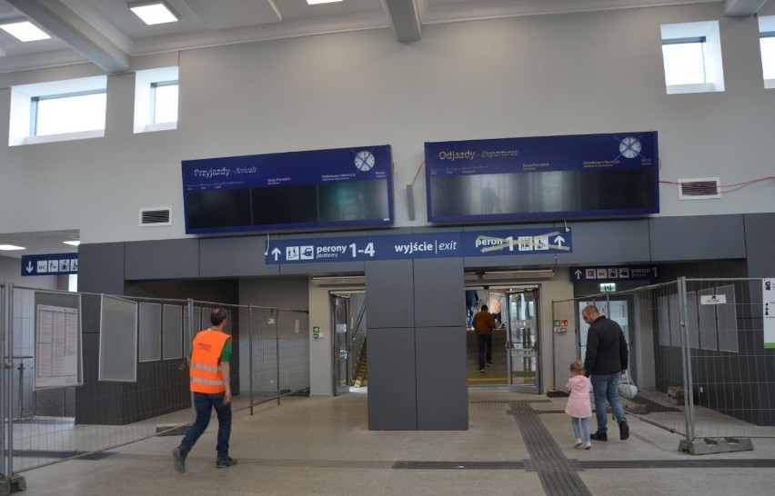 Remont dworca PKP w Tczewie dobiega końca. Otwarcie latem...