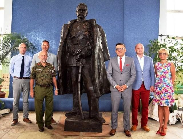 Marszałek Piłsudski ma się pojawić  przed Klubem Batalionowym kilka dni przed oficjalnym odsłonięciem