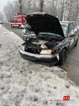 Wypadek w Starym Wiśniczu, kobieta straciła panowanie nad pojazdem na śliskiej drodze, trafiła do szpitala [ZDJĘCIA]