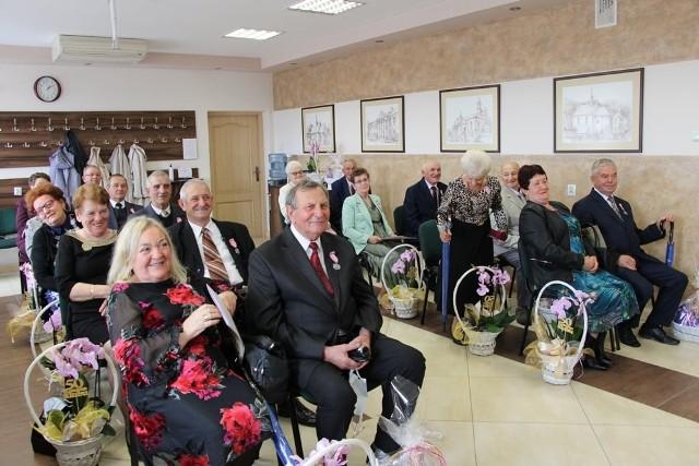 Pół wieku razem, czyli Złote Gody 17 par z gminy Wodzisław. Wyjątkowi małżonkowie otrzymali medale i piękne upominki.