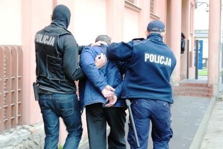 Horror w opuszczonym PGR. Torturowali dwóch mężczyzn. Podejrzewali ich o kradzież narkotyków