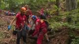 Wypadek w Jaskini Studnisko pod Olsztynem. Turyści uwięzieni. Akcja straży pożarnej i Jurajskiego GOPR