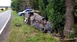 Wypadek w Rudziczce pod Prudnikiem. Kierowca zasnął za kierownicą, zjechał z drogi i uderzył w drzewo