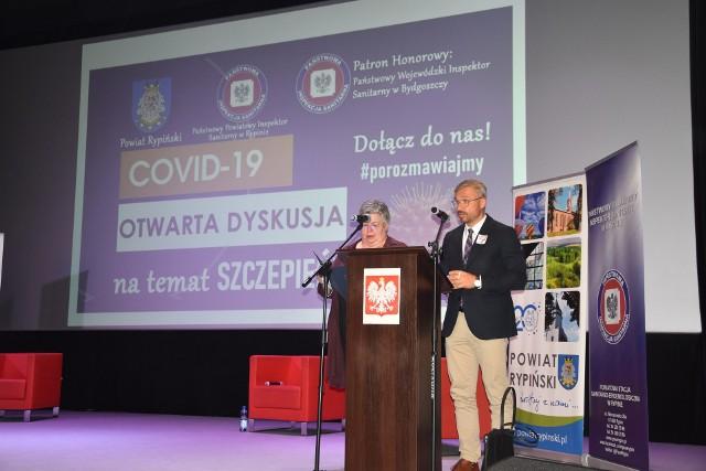 Gości powitali: Beata Grabowska i starosta Jarosław Sochacki