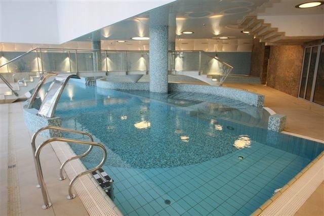 Tak wygląda basen w hotelu Uroczysko Business&Spa