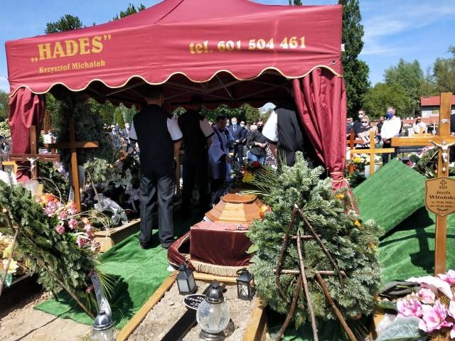 Ikonę kulturystyki pożegnały tłumy. Mirosław Daszkiewicz spoczął na żagańskim cmentarzu.