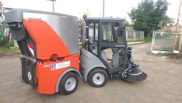 Maszyna pojawi się na szczecińskich chodnikach we wrześniu. Obecnie trwa szkolenie z obsługi nowego sprzętu.