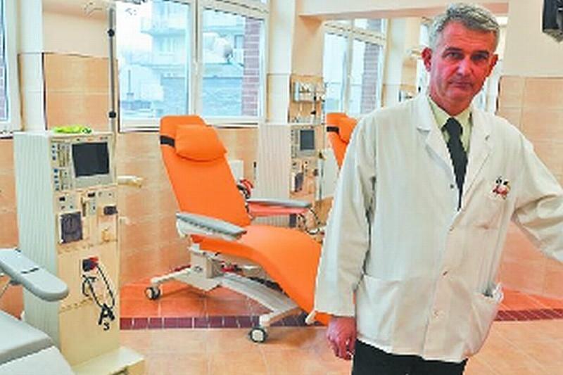 – Jesteśmy w gotowości 24 godz. na dobę – mówi dr Marek Kalinowski, dyrektor nowej stacji dializ w Białymstoku. – Docelowo będziemy mogli leczyć 90 chorych.