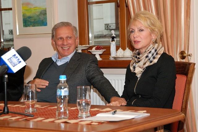 Jan Englert nie krył przed pięcioma laty, że do wspierania Lata Teatralnego namówiła go żona