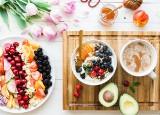 Co jeść i pić, by długo żyć? Te produkty są dostępne od ręki i powinny być podstawą diety [lista pokarmów, które jedzą najzdrowsi ludzie]