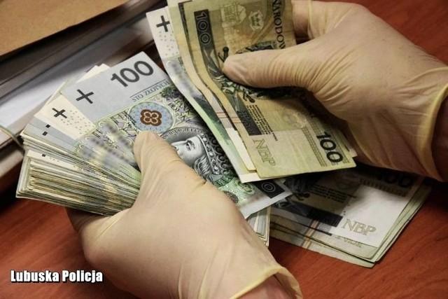 Dzięki czujności pracowników jednego z banków w centrum miasta, pewna zielonogórzanka najprawdopodobniej uniknęła utraty dużej sumy pieniędzy