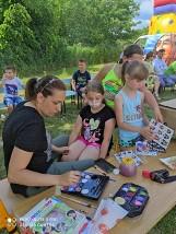 Udany Dzień Sportu połączony z Dniem Dziecka w Szkole Podstawowej w Niedźwicach. Zobacz jak świętowali najmłodsi