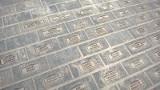 W Pomniku Łodzian na ul. Piotrkowskiej brakuje kostek. Mają być dopiero uzupełnione