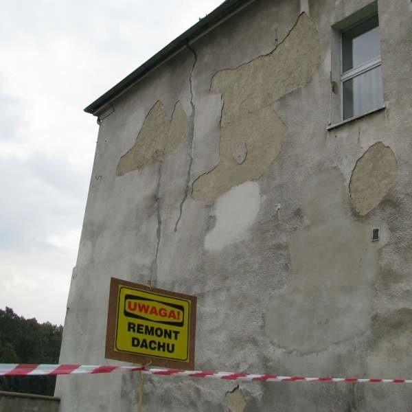 Naroże musi być zamknięte do czasu wymiany więźby i przełożenia dachówek.