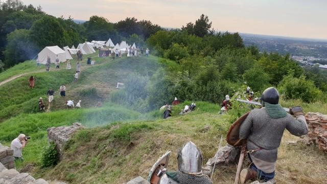 W sobote odbyła się emocjonująca bitwa na ruinach zamku Tarnowskich