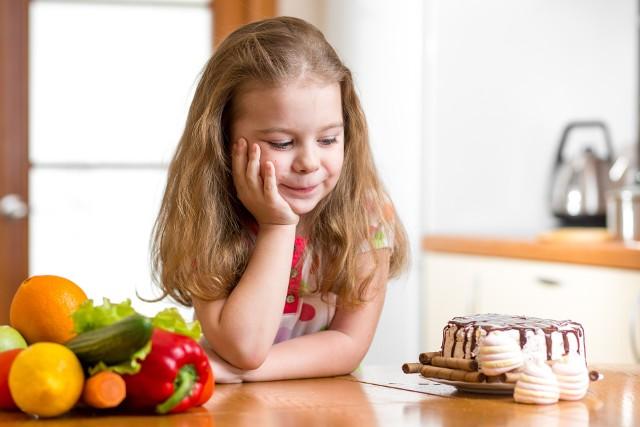 Dietetycy widzą tylko jedno wyjście z sytuacji: trzeba zmieniać nawyki żywieniowe dzieci