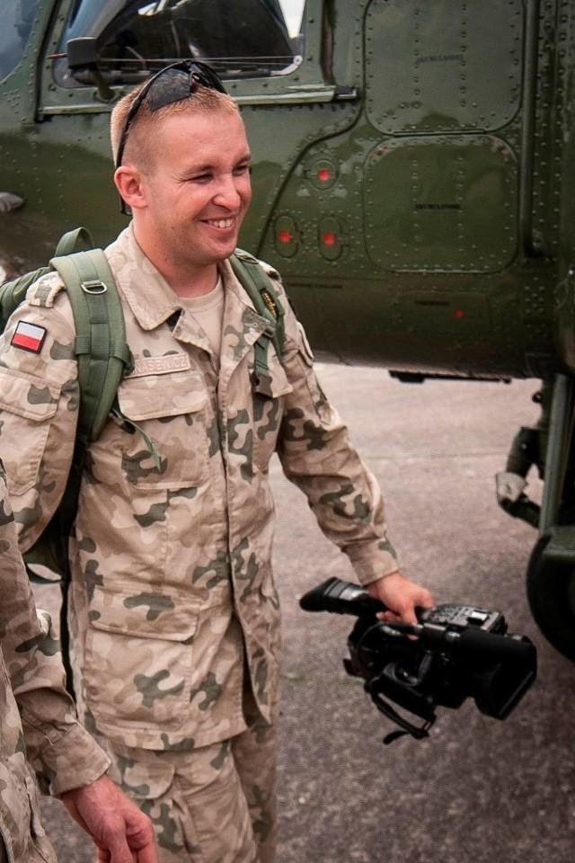 Niebywale wesoły facet. Takim go zapamiętamy - tak o Sebastianie Kinasiewiczu mówią jego przyjaciele z armii.
