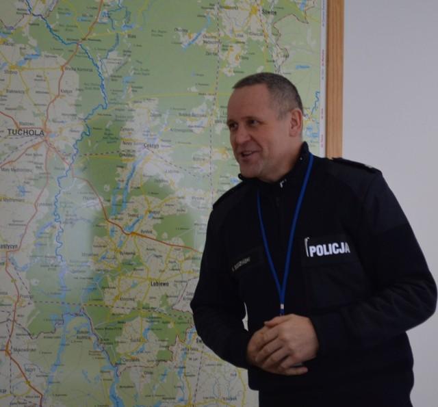 Komendant Krzysztof Bodziński  będzi rozmawiał oz wójtem Kęsowa
