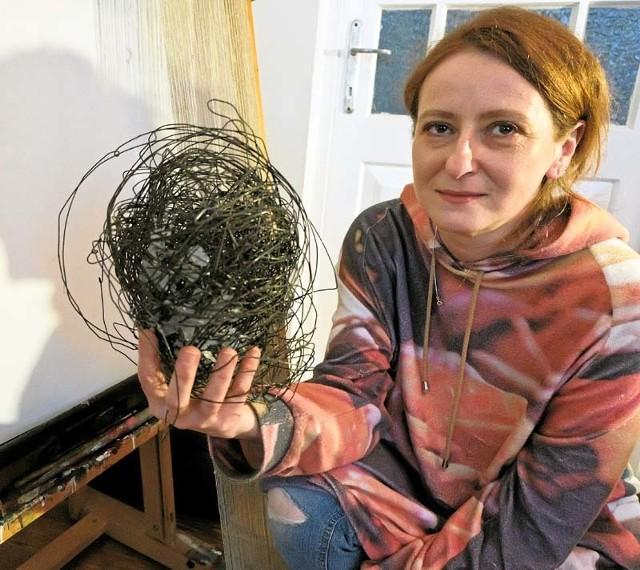 Być artystą nie jest łatwo, wręcz przeciwnie: to bardzo trudne, ale nie chcę już robić niczego innego – mówi Ewa Chacianowska w swojej pracowni w Supraślu