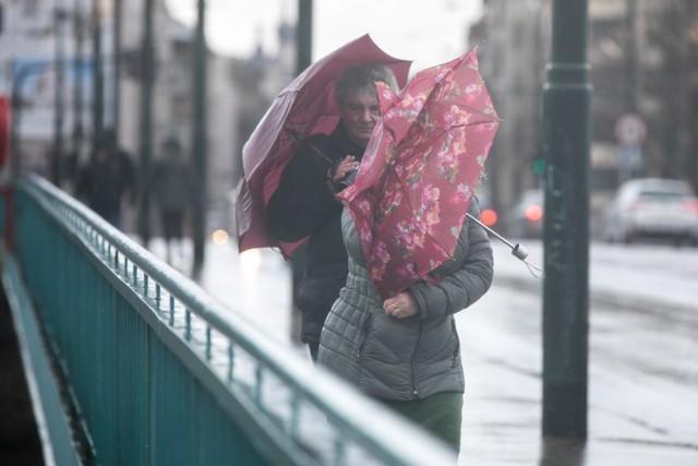 Burze na Pomorzu 11.06.2020. Ostrzeżenie IMGW. Silne opady deszczu, a nawet grad. Prognoza pogody na długi weekend 11.06 - 14.06.2020