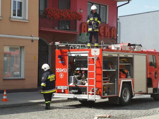 Strażacy dostali sygnał o pożarze budynku wielorodzinnego przy ulicy Wolności.