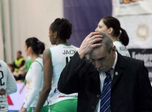Trener Czesław Tobolski ma powody do zmartwień.