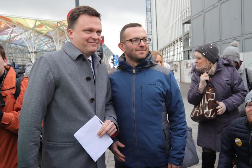 Szymon Hołownia otworzył swoje biuro w Łodzi. Obywatelska zbiórka pieniędzy na jego kampanię prezydencką przyniosła już 500 tys. zł.