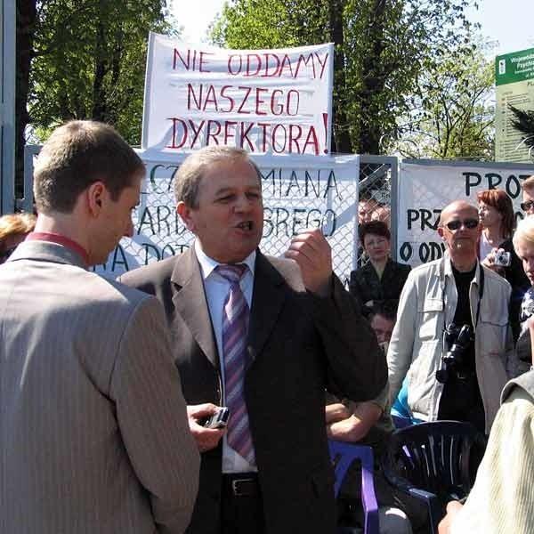 Niefortunnymi wypowiedziami wicemarszałek podkarpacki Kazimierz Ziobro zraził do siebie pikietujących pracowników szpitala.