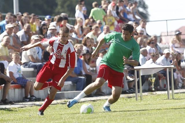 Piotr Piechniak (z prawej), były reprezentant Polski, zagrał w barwach Nowin.