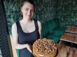 """""""Słodki odlot"""" w Jędrzejowie już otwarty. Świetna kawa, pyszne ciasta i desery czekają na gości (ZDJĘCIA)"""