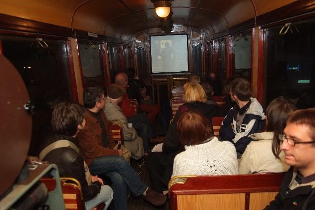 W sobotni wieczór w zabytkowym wagonie tramwajowym ustawionym na krańcówce przy ul. Północnej wyświetlono film Agnieszki Osieckiej.