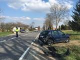 Wypadek przy wyprzedzaniu w Jałowęsach. Jedna osoba w szpitalu [WIDEO, ZDJĘCIA]
