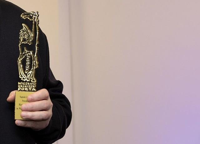 Czterech autorów powalczy o Nagrodę Literacką Prezydenta Miasta Białegostoku im. Wiesława Kazaneckiego. Kapituła ogłosiła nominacje do nagrody za najlepszą książkę 2018 roku. Klikając w kolejne zdjęcia, zobaczysz kto zdobył nominacje