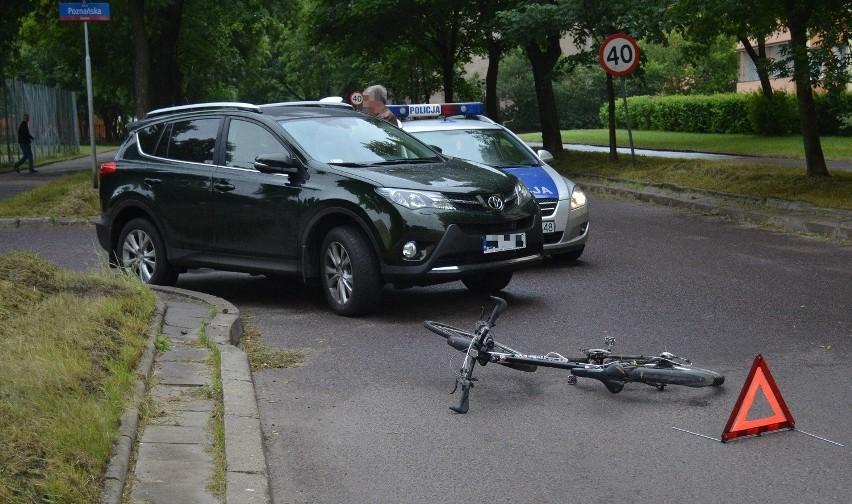 Śmiertelny wypadek w Zduńskiej Woli. Rowerzysta wjechał pod opla astrę