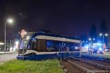 Kraków. Zerwana sieć trakcyjna, uszkodzone torowisko i tramwaj - to efekty wykolejenia na al. Pokoju [NOWE ZDJĘCIA]