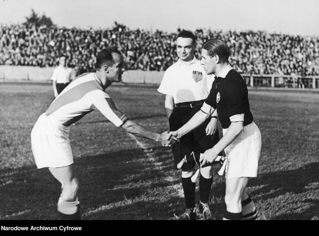 Mecz Polonia Warszawa-Szeged, lipiec 1939. Michał Frank w roli sędziego