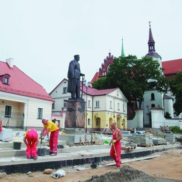Pomnik Marszałka na nowym miejscu