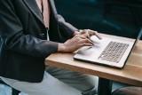 Jak odnieść sukces na rozmowie o pracę online? Przestrzegaj tych kilku zasad