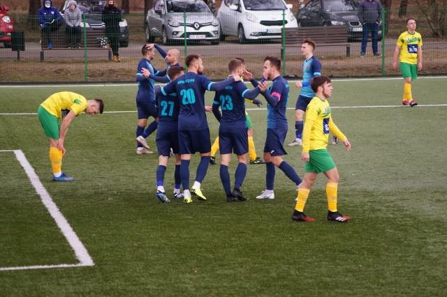 Radunia Stężyca dała gorzką lekcję futbolu Chemikowi Police, wygrywając aż 9:0