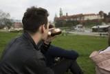 """Producent piwa zrobił badania. Ponoć Polacy... """"coraz częściej sięgają po alkohol odpowiedzialnie"""""""