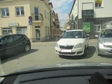 Tarnobrzeg. Kolejni mistrzowie parkowania w Tarnobrzegu dostali mandaty od Straży Miejskiej. Zasłużyli? (ZDJĘCIA)