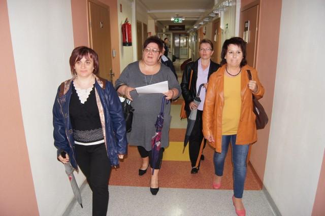 Delegacja rodziców dzieci z SOSW przyszła wczoraj do starostwa z petycją przeciw przenosinom