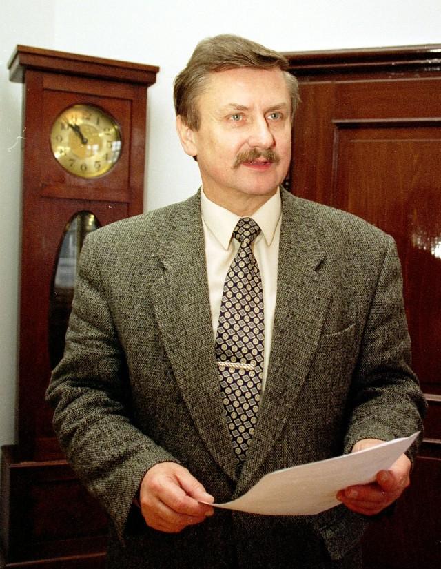 Jan Dużyński w ubiegłej kadencji był członkiem wszystkich zarządów miasta ubiegłej kadencji z rekomendacji SLD. W 2002 roku został radnym z listy SLD-UP.