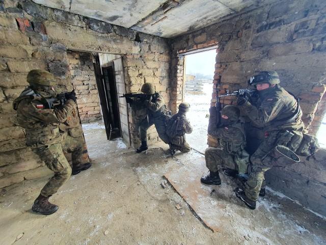 Szkolenie 3. batalionu zmechanizowanego Legii Akademickiej 7. Brygady Obrony Wybrzeża.