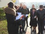 Białystok. Walka o wykup mieszkań komunalnych. Sąd przyjechał zobaczyć drogę, która blokuje sprzedaż (zdjęcia)