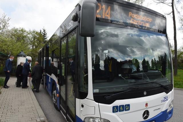 Od 8 maja 2021 mieszkańcy Podstolic i okolicznych miejscowości mają do dyspozycji autobus MPK. Linia 214 jeżdżąca na trasie Borek Fałęcki – Podstolice Centrum ma 16 kursów w dni powszednie, a w weekendy – 14